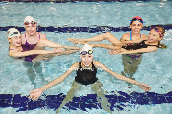 Horsham Flamingos Synchronised Swimmers